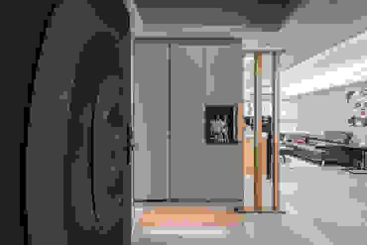 玄關 斯堪的納維亞風格的走廊,走廊和樓梯 根據 你你空間設計 北歐風