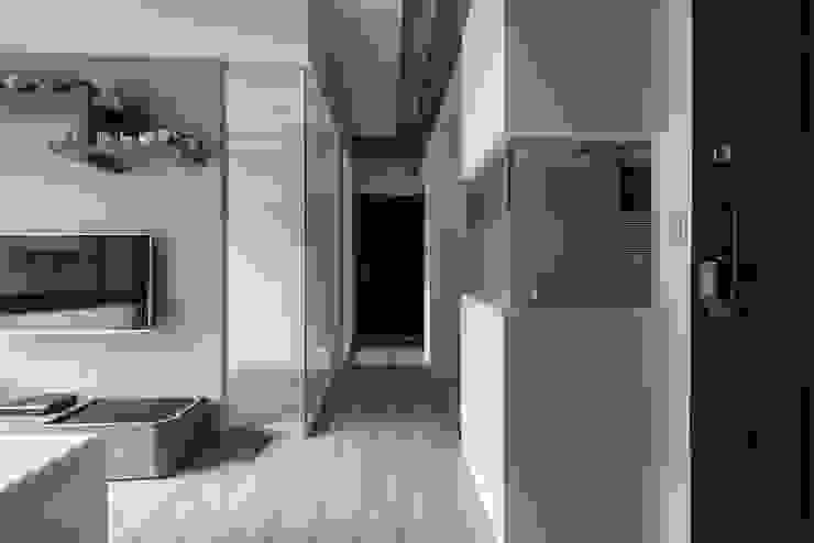 穿透視野 你你空間設計 現代風玄關、走廊與階梯