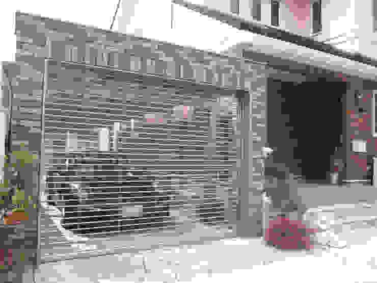 Garage / Hangar de style  par エクステリアモミの木 | エクステリア&ガーデンデザイン専門店,