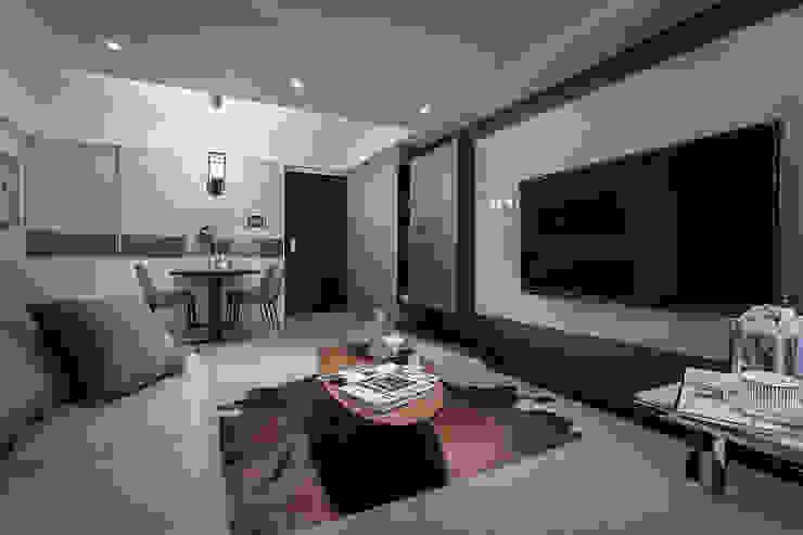 整體配色 现代客厅設計點子、靈感 & 圖片 根據 你你空間設計 現代風