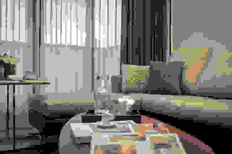 家具配置 现代客厅設計點子、靈感 & 圖片 根據 你你空間設計 現代風