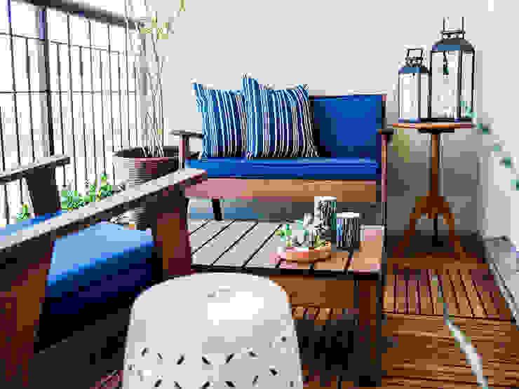 Klasyczny balkon, taras i weranda od CasaQuadrada Arquitetura e Interiores Klasyczny