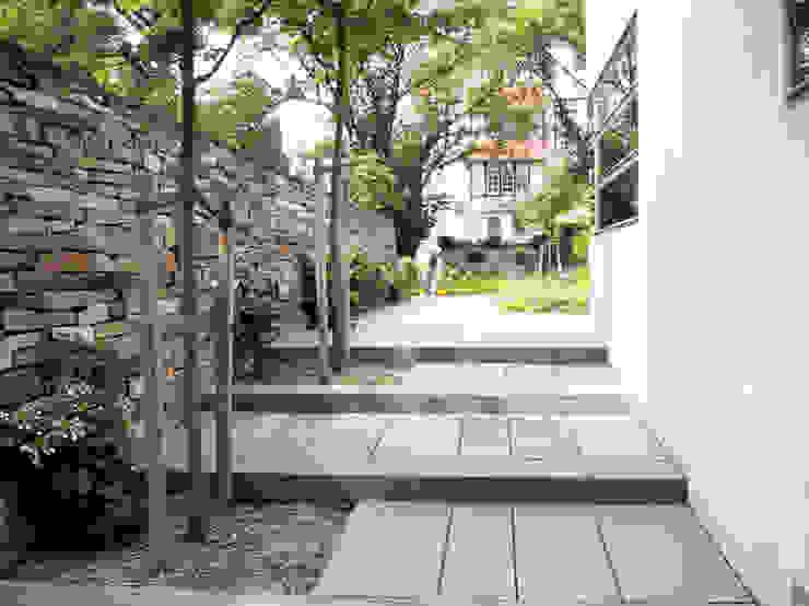 Tường & sàn phong cách Bắc Âu bởi ST raum a. Gesellschaft von Landschaftsarchitekten mbH Bắc Âu