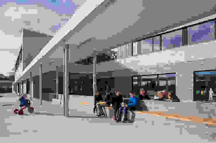 SCHOOL CAMPUS PEER, BELGIUM Moderne huizen van Bekkering Adams architecten Modern