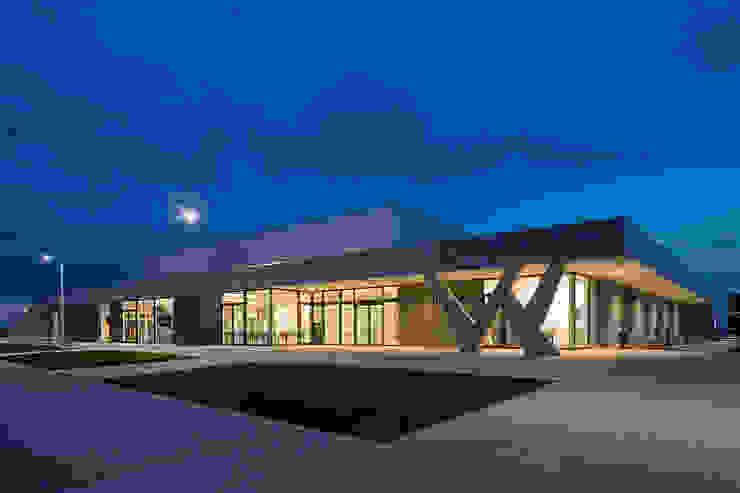 SCHOOL CAMPUS PEER, BELGIUM Moderne fitnessruimtes van Bekkering Adams architecten Modern