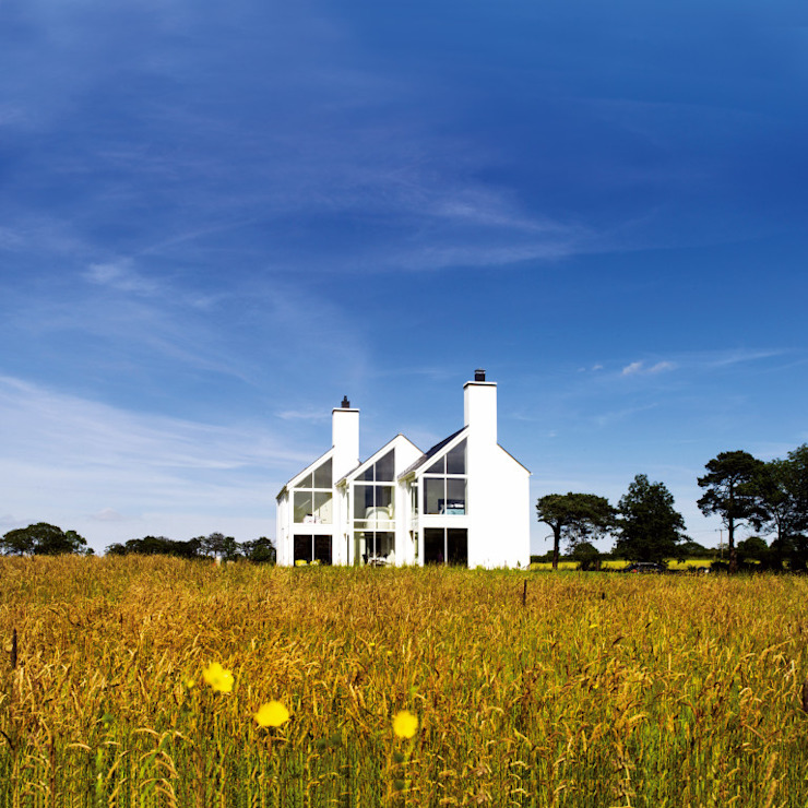 Contemporary farmhouse NI من Jane D Burnside Architects حداثي