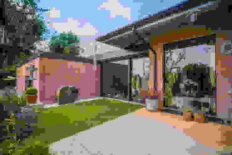現代房屋設計點子、靈感 & 圖片 根據 Moretti MORE 現代風