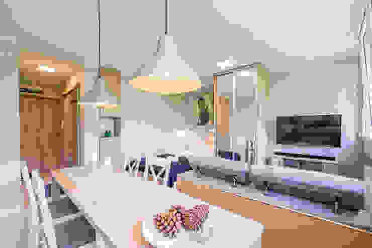 Scandinavian style living room by jw architektura Scandinavian