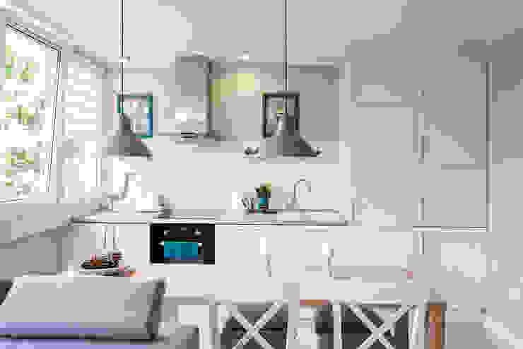 Scandinavian style kitchen by jw architektura Scandinavian