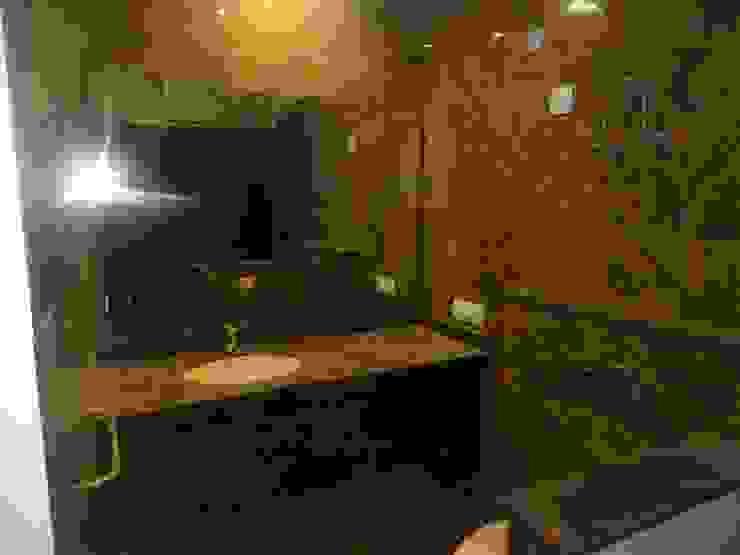 The Big 99 INXUS Constructions Modern bathroom Brown