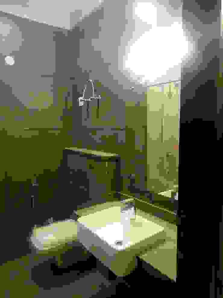 The Big 99 Modern bathroom by INXUS Constructions Modern