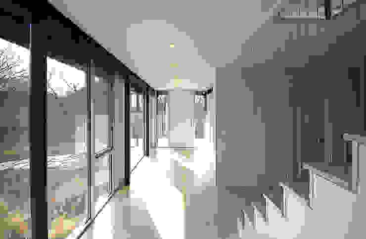 SA-DA Architecture Modern corridor, hallway & stairs