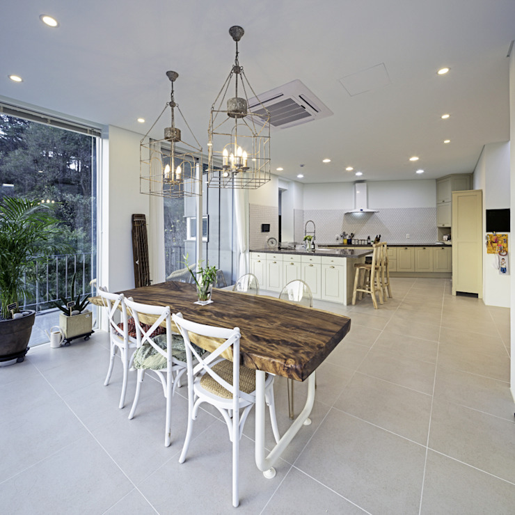 Modern dining room by isangwon architects Modern
