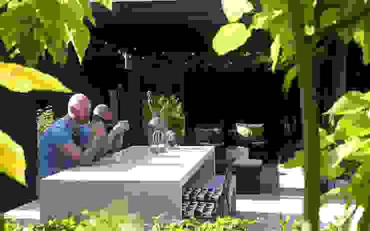 ruime terrassen in de tuin Moderne tuinen van Stoop Tuinen Modern