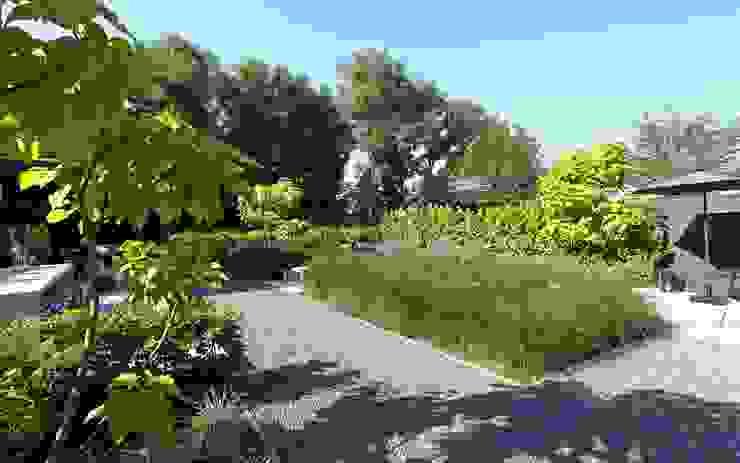 tuin met uitzicht op de omgeving Moderne tuinen van Stoop Tuinen Modern