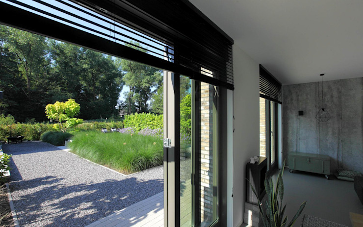 Een tuin met uitzicht Moderne tuinen van Stoop Tuinen Modern