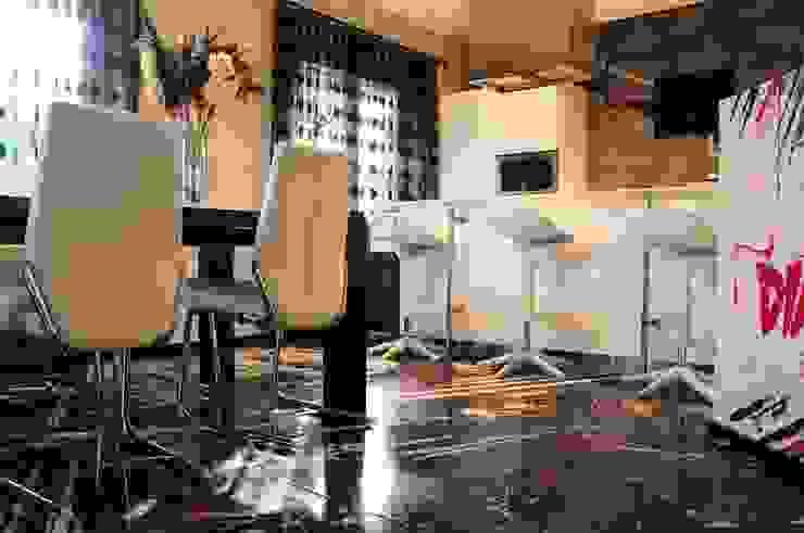 Modern Living Room by V&V srl Modern