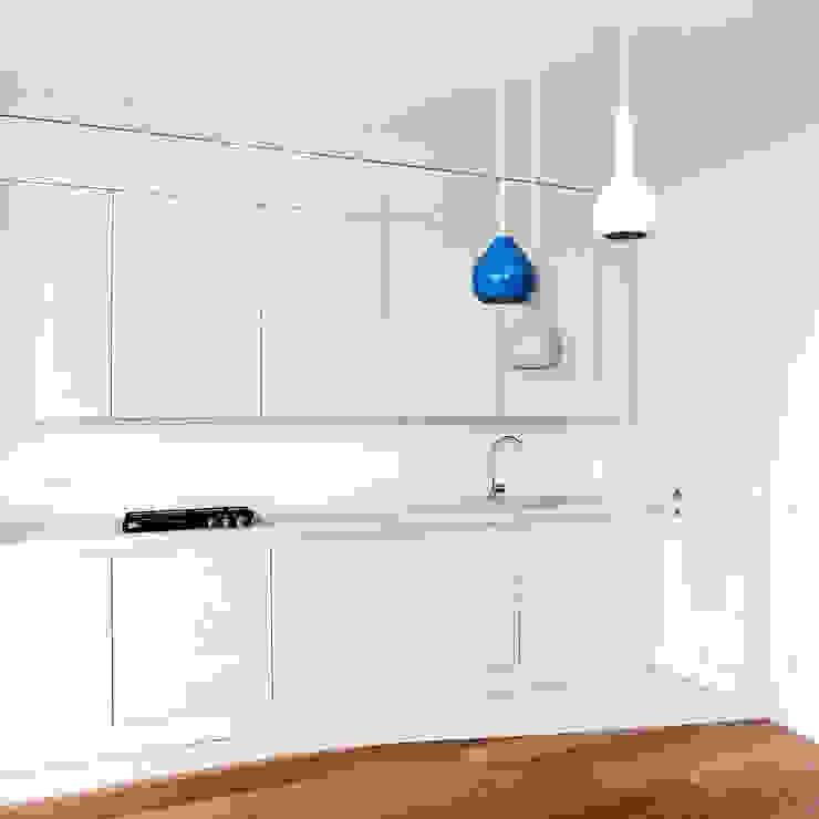 Cocinas de estilo minimalista de OKS ARCHITETTI Minimalista