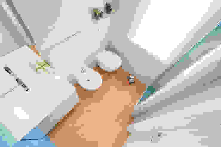 Salle de bains de style  par OKS ARCHITETTI, Minimaliste