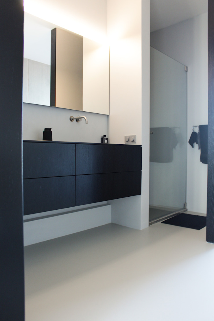 Gietvloer in moderne loft in Amsterdam Moderne muren & vloeren van Motion Gietvloeren Modern