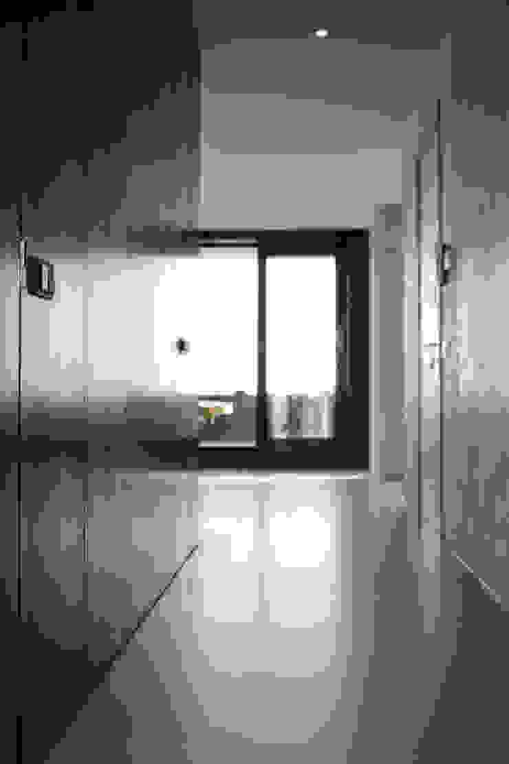 Gietvloer in moderne loft in Amsterdam Moderne mediakamers van Motion Gietvloeren Modern Kunststof