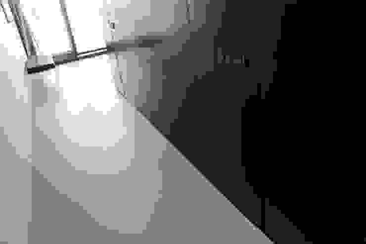 Gietvloer in moderne loft in Amsterdam Moderne muren & vloeren van Motion Gietvloeren Modern Kunststof