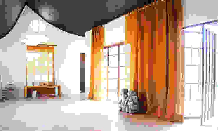Corridor, hallway by Juan Carlos Loyo Arquitectura