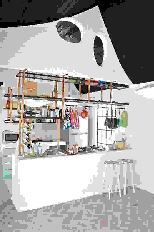 Modern kitchen by Juan Carlos Loyo Arquitectura Modern