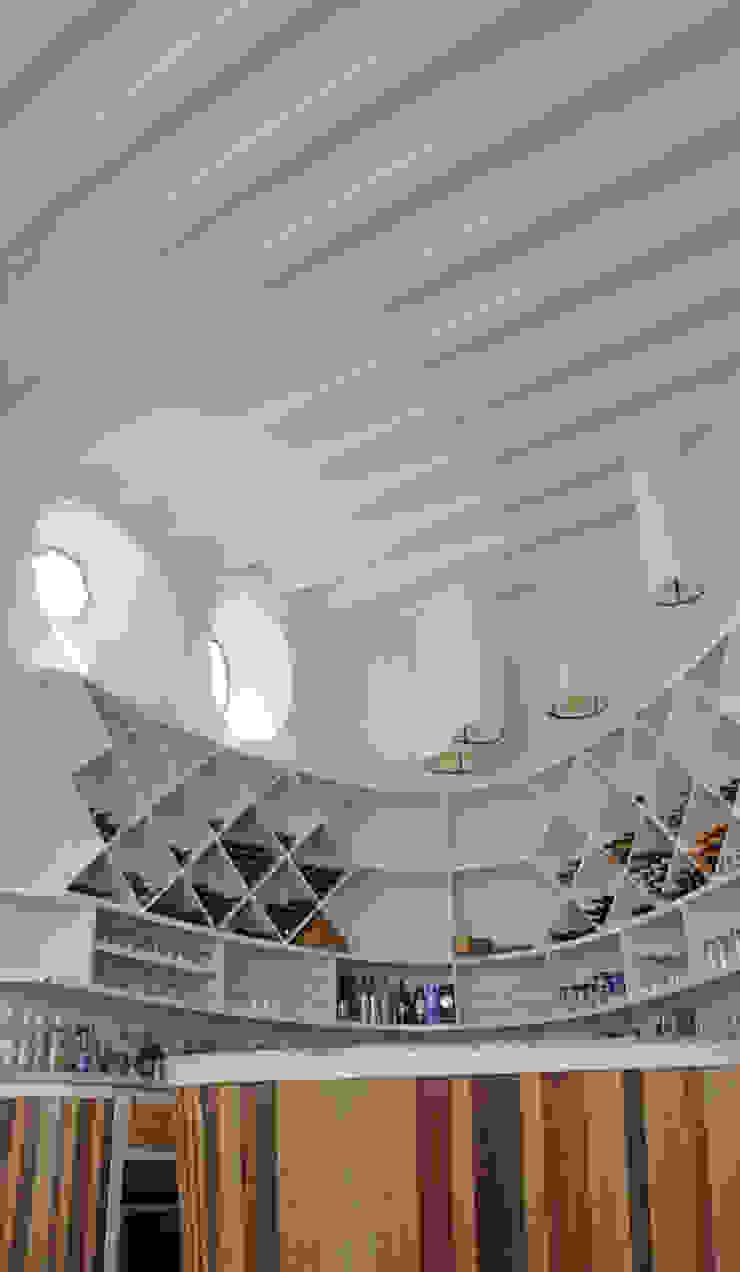 Casa de Piedra - Juan Carlos Loyo Arquitectura Pasillos, vestíbulos y escaleras modernos de Juan Carlos Loyo Arquitectura Moderno