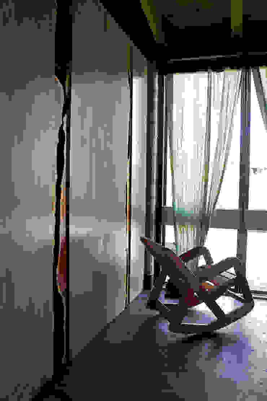 Casa Estudio Sabinos - Juan Carlos Loyo Arquitectura Pasillos, vestíbulos y escaleras modernos de Juan Carlos Loyo Arquitectura Moderno