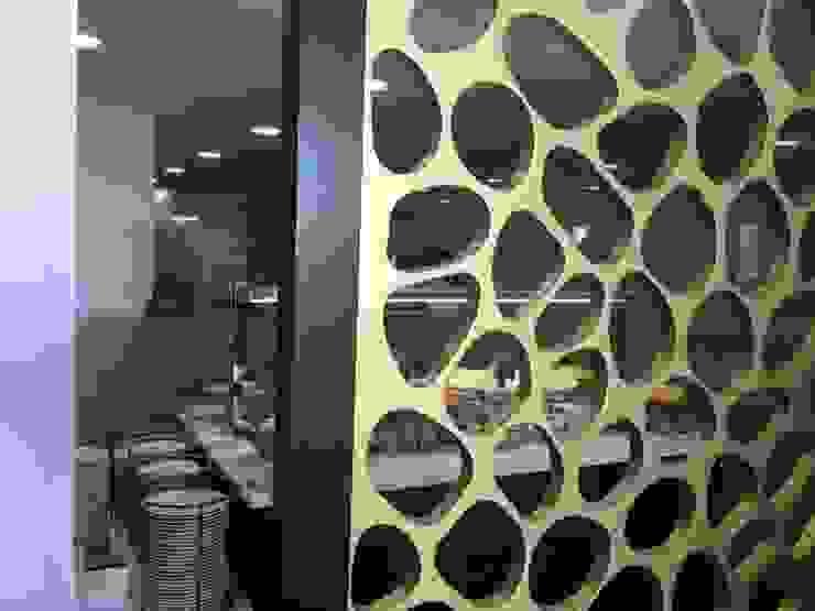 Pormenor do biombo Escolas modernas por Área77 - arquitectura, engenharia e design, lda Moderno