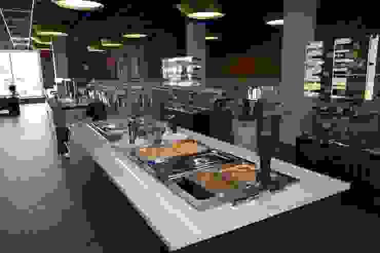 Móvel refrigerado para refeições. por Área77 - arquitectura, engenharia e design, lda Moderno