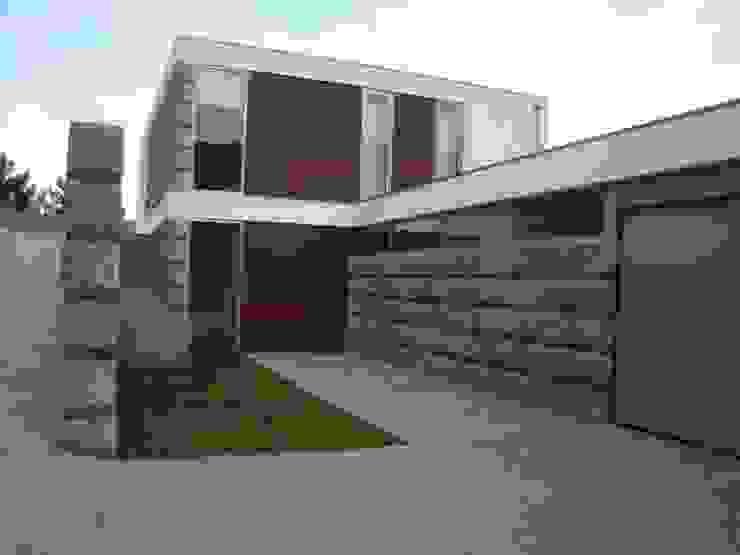 Vista geral do edificio Casas modernas por Área77 - arquitectura, engenharia e design, lda Moderno