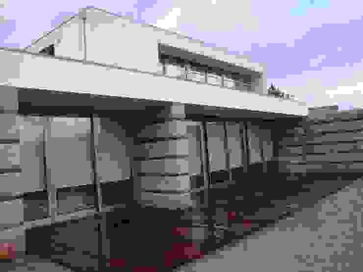 Alçado Casas modernas por Área77 - arquitectura, engenharia e design, lda Moderno