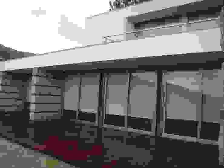 Pormenor do alçado Casas modernas por Área77 - arquitectura, engenharia e design, lda Moderno