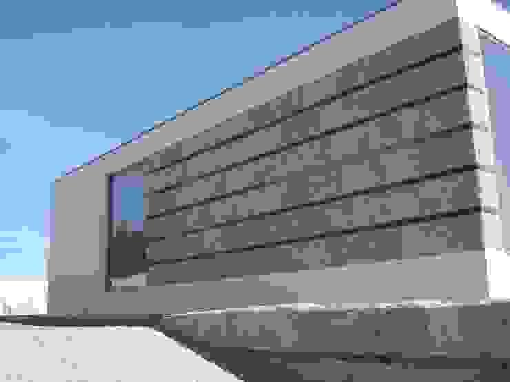 Pormenor da fachada Casas modernas por Área77 - arquitectura, engenharia e design, lda Moderno