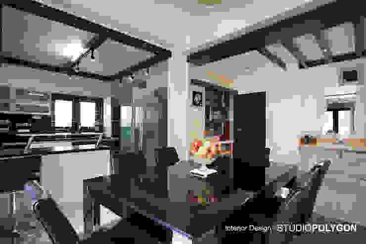 kitchen: modern  by Studio Polygon,Modern
