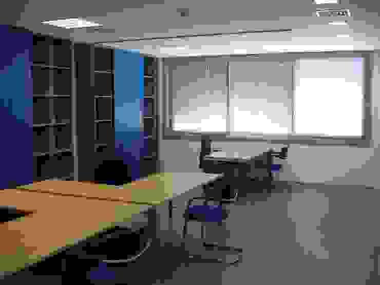 Espaços de trabalho por Área77 - arquitectura, engenharia e design, lda Moderno