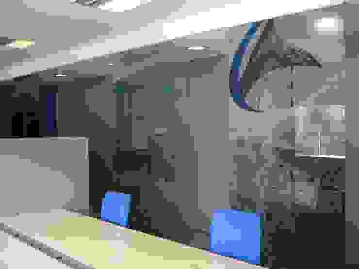 Área de trabalho por Área77 - arquitectura, engenharia e design, lda Moderno
