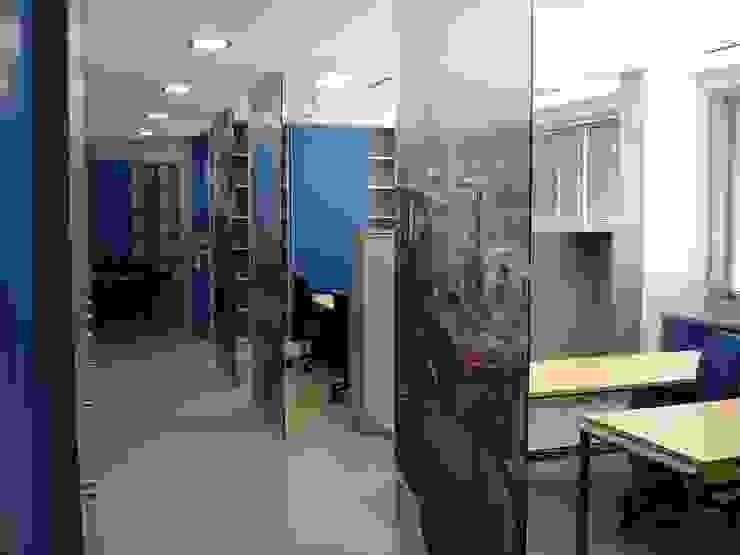 Áreas de trabalho por Área77 - arquitectura, engenharia e design, lda Moderno
