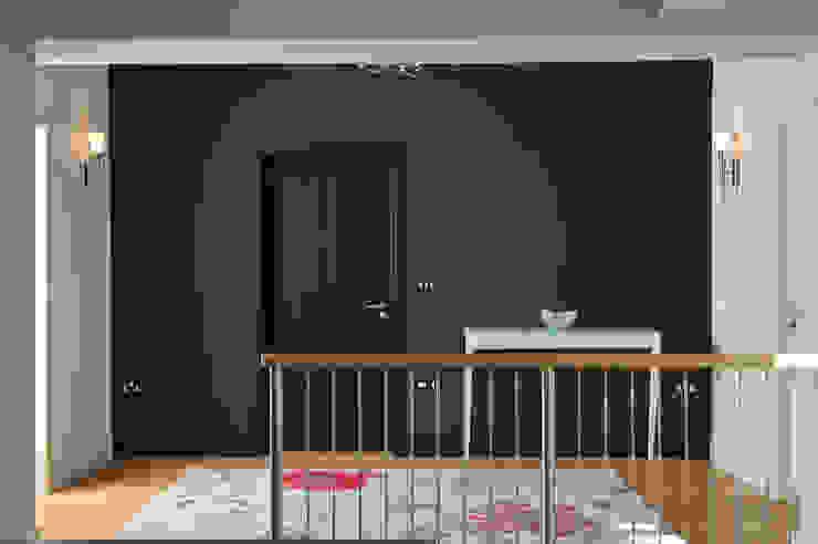 Sea House, Porth | Cornwall Perfect Stays 隨意取材風玄關、階梯與走廊