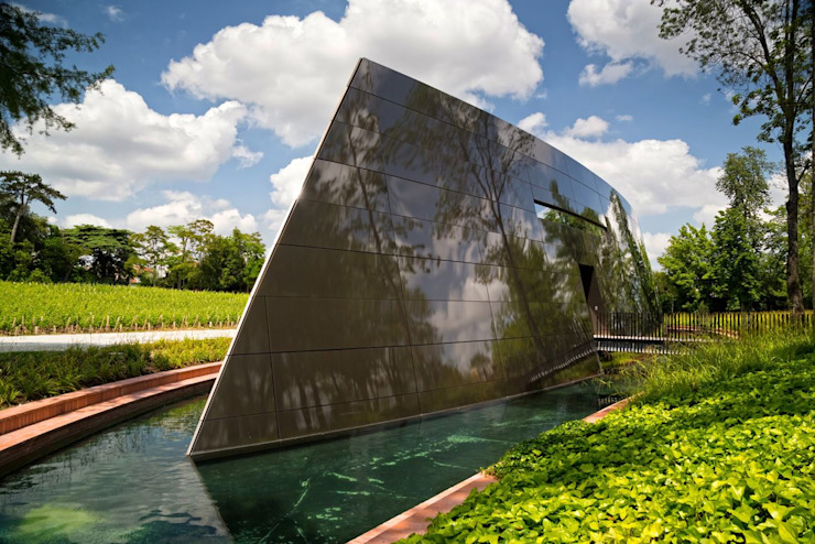 Philippe Starck's new stunning cellar at Château Les Carmes Haut-Brion: modern  by Il Pezzo Mancante Srl ,Modern