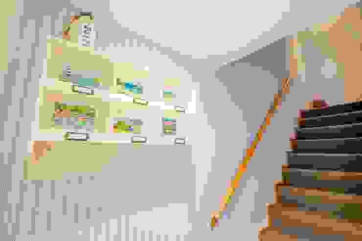 Blue Moorings, Dartmouth | Devon Pasillos, vestíbulos y escaleras de estilo ecléctico de Perfect Stays Ecléctico