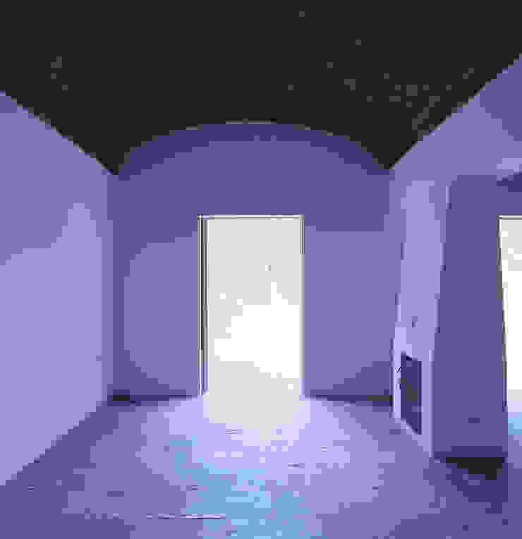 House in Pavia Salas de estar mediterrânicas por Pedro Mendes Arquitectos Mediterrânico
