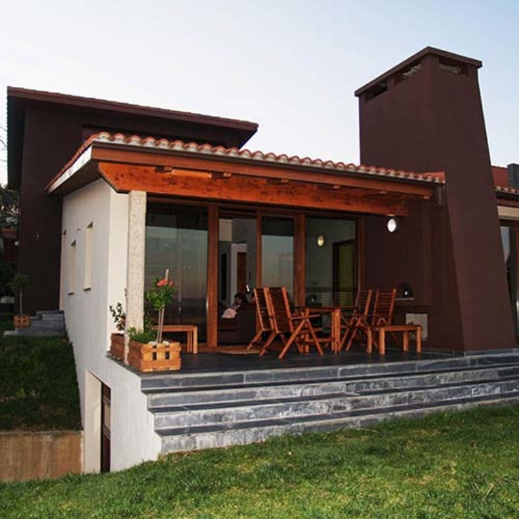 Nhà phong cách kinh điển bởi Intra Arquitectos Kinh điển