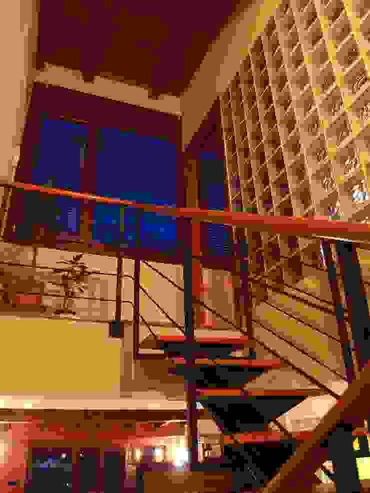 Hành lang, sảnh & cầu thang phong cách kinh điển bởi Intra Arquitectos Kinh điển