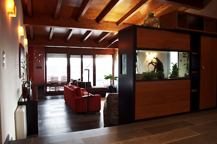 Phòng khách phong cách thực dân bởi Intra Arquitectos Thực dân