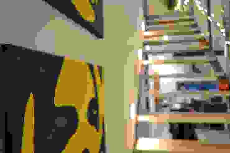 K-MÄLEON Haus GmbH industrial style corridor, hallway & stairs White