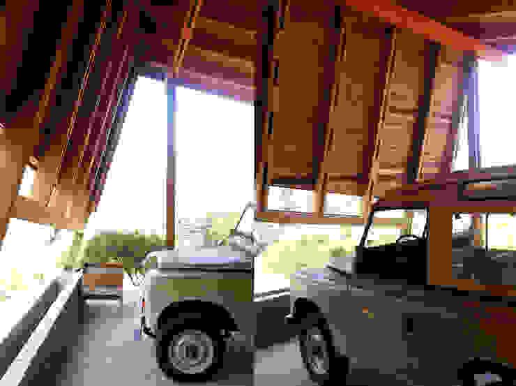 Cabaña Olmué_detalle alero_alejandra corral_arquitectura Casas estilo moderno: ideas, arquitectura e imágenes de Alejandra Corral - Arquitectura Moderno Madera Acabado en madera