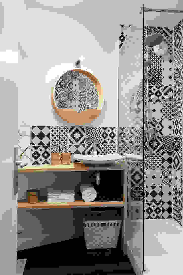Scandinavian style bathroom by MadaM Architecture Scandinavian